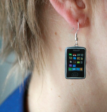 iphone-earring-01